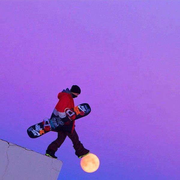 5-Snowboardere-Walking-On-Moon