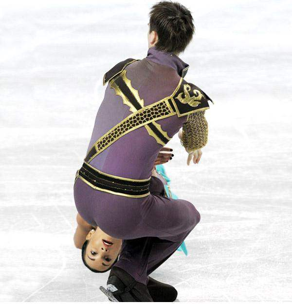 8-Ice-Skaters