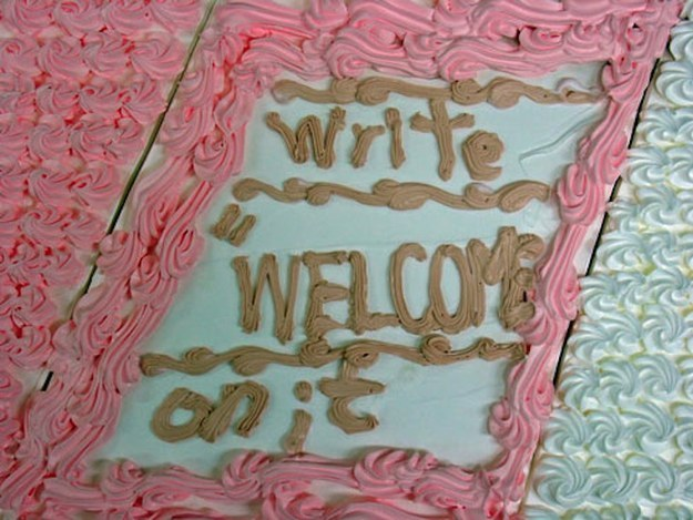weirdest-cake-decoration-write-welcome
